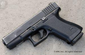 Nesta foto é possível ver a diferença do cabo desta arma para a da geração anterior. Neste caso trata-se de uma G19.
