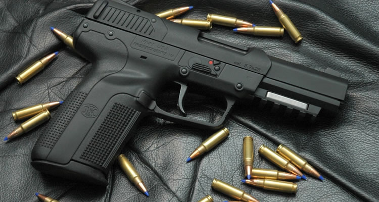 FN Five Seven, a arma assassina de policiais…  no mundo da fantasia.
