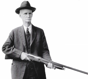 John Moses Browning segurando sua espingarda semi-automática Browning Auto-5