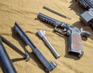 Pistola Lebedev PL14 desmontada