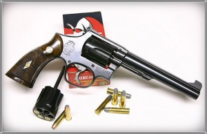 Smith & Wesson K-frame, com tambores intercambiáveis entre .32-20 e .327 Federal Magnum