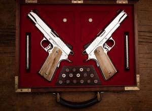 1911 Mirror Image, feita pela Cabot Guns e considera pelo autor do Blue Book Gun Values, como as mais belas 1911 não engravadas já produzidas nos EUA.