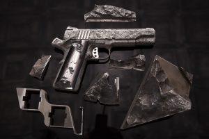 pistolas feitas de meteoro