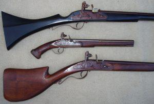 Armas de pederneira usando sistema Doglock.