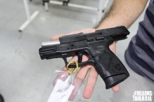 Taurus PT109 Millenium G2, 9mmP. Este modelo ainda se encontra em testes no CAEX e não teve a venda liberada no Brasil, mas de acordo com Eduardo Mingheli, é hoje uma das pistolas mais vendidas nos EUA.